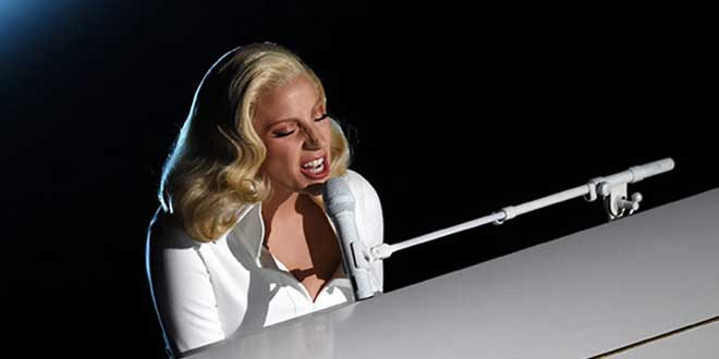 Photo of Lady Gaga emociona en los Oscars al cantar contra el abuso sexual