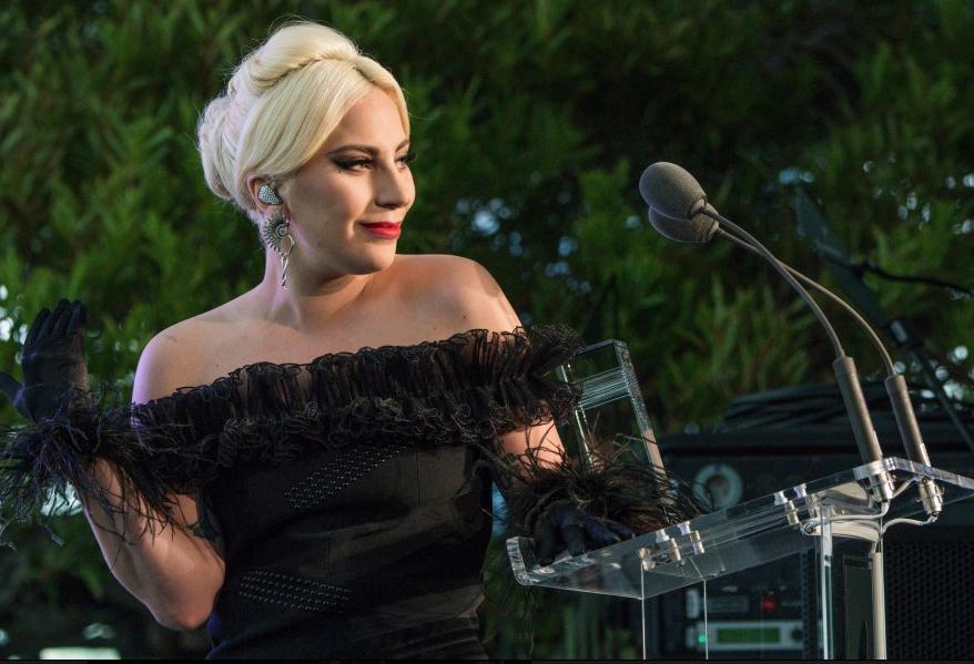 Lady Gaga canta La Vie en Rose