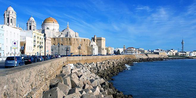 Photo of La bandera arco iris se iza por 1ª vez en Cádiz