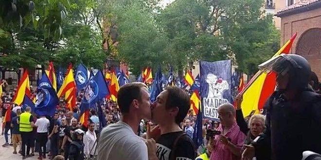 Photo of Un beso gay de película contra los nazis.