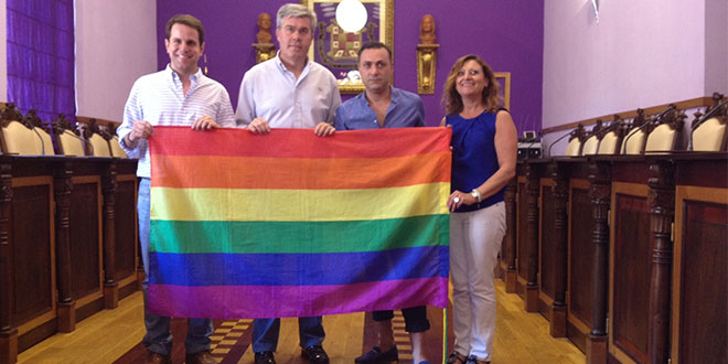 Photo of Jaén coloca la bandera gay en su Ayuntamiento