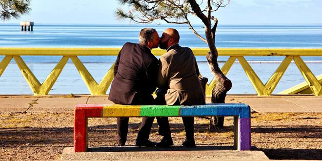 Photo of #PorUnBeso, un hastag de amor para el Orgullo gay