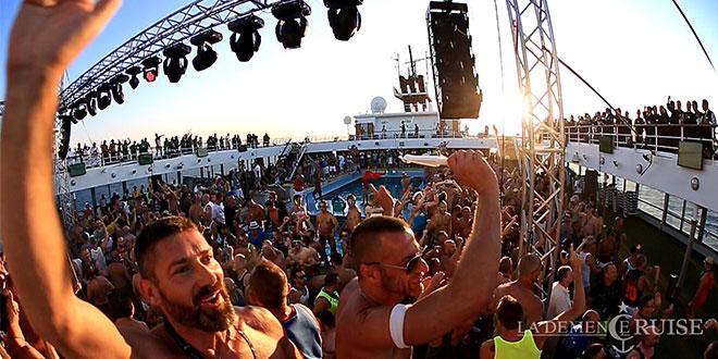 Photo of El crucero gay 'La Demence' en Málaga