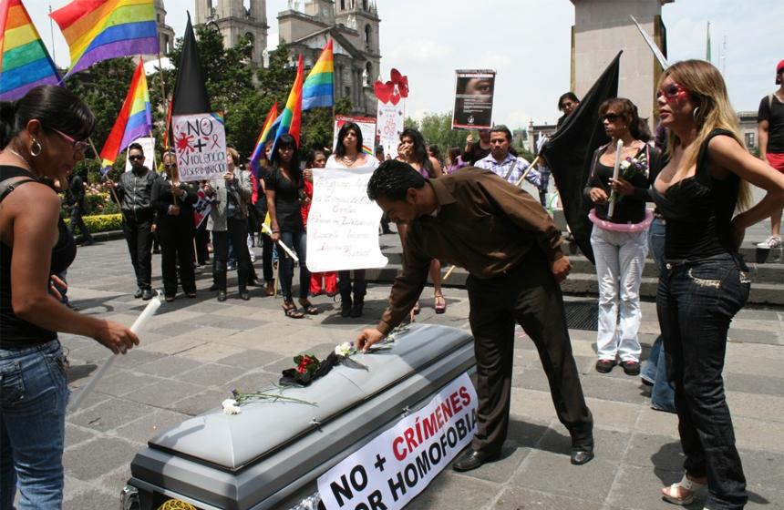 Casi 50 jóvenes LGBTI se suicidan en España cada año