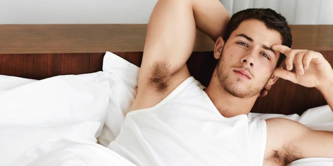 Nick Jonas nos pone muy hot