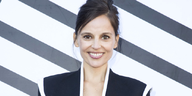 Photo of Elena Anaya y su novia, Tina Afugu, ya son mamás