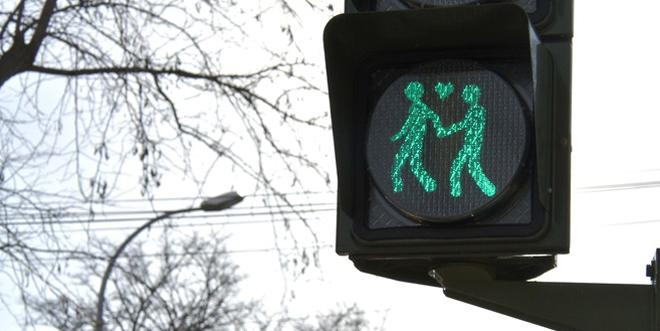 Photo of San Fernando instala semáforos con parejas homosexuales