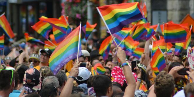 El colectivo LGTB pide celebrar 10 años de la ley de identidad de género y reivindica cambios.