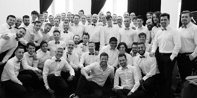 Photo of El Coro de Hombres Gay oficiará una misa junto al padre Ángel por Pablo Ráez