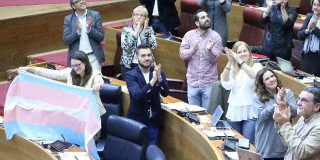 Photo of Les Corts aprueban la ley «trans» con el único voto en contra del PP