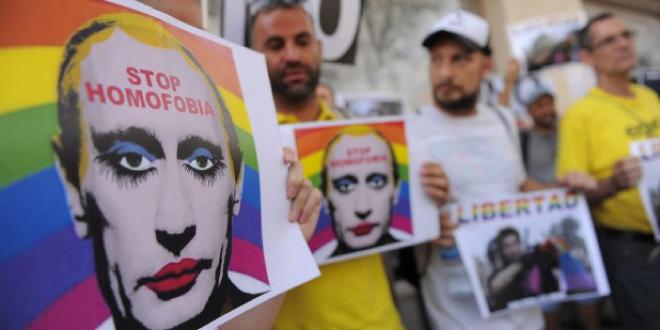 Rusia ha prohibido las imágenes que insinúen que Putin es gay