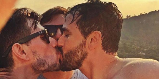 Parejas LGTBI se fotografían besándose