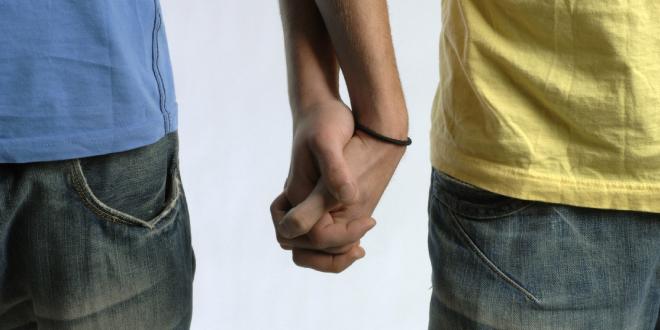 Concentración ante el centro comercial de Fuenlabrada que expulsó a dos gays por besarse