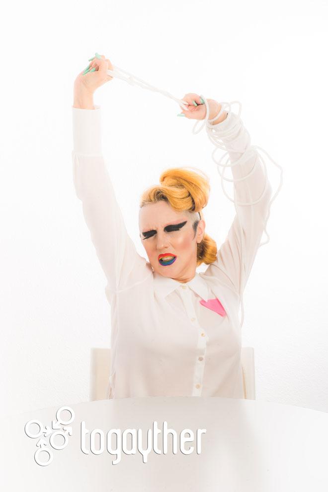 Carmen Hierbabuena le dice 'Stop!' a la Homofobia en Chechenia.