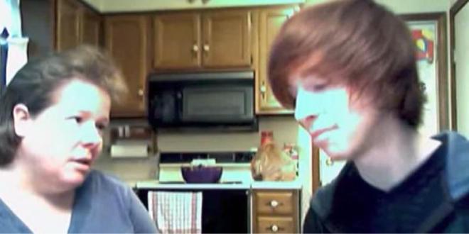 emotiva reacción de una madre al saber que su hijo es gay