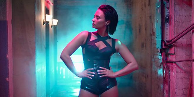 Photo of Demi Lovato podría tener novia y confirmar su bisexualidad