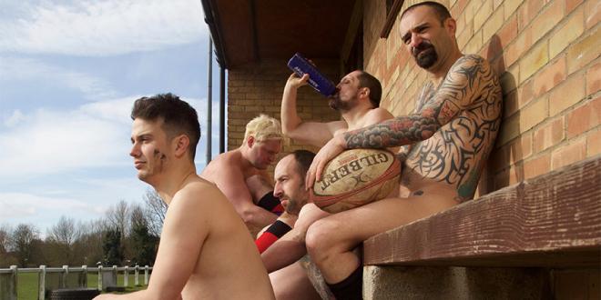 Photo of Jugadores Gay de Equipos de Rugby posan desnudos por el cáncer de testículos