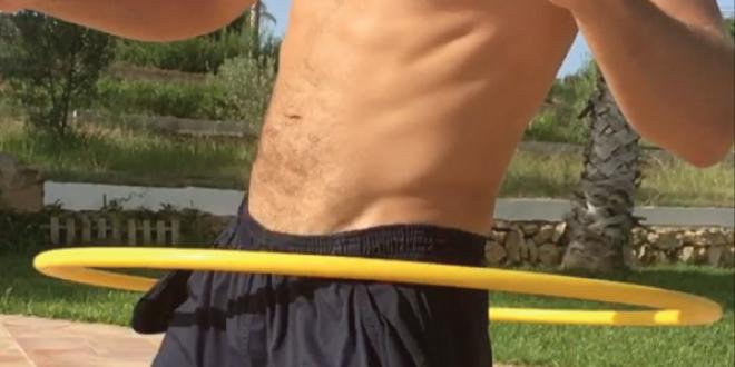 Photo of Se hace viral un hombre sin ropa interior jugando al hula hoop
