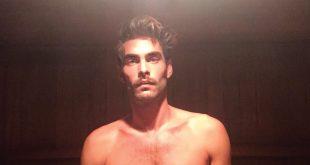 Jon Kortajarena desnudo en la sauna
