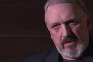 Líder neonazi arrepentido confiesa que es gay
