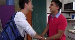 Un beso gay en una telenovela mexicana causa polémica