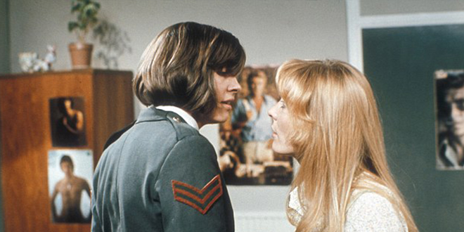 Photo of El primer beso lésbico de la televisión británica