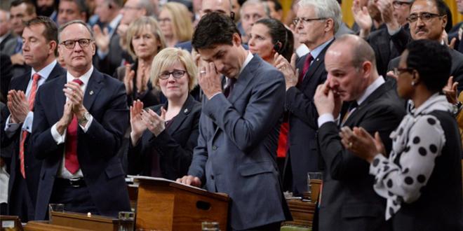 Photo of Justin Trudeau se emociona durante su disculpa con la comunidad LGBT+