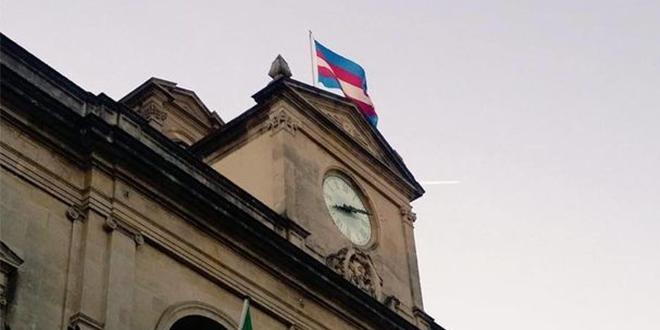 Photo of Piden a los ayuntamientos del país a que izen la bandera trans
