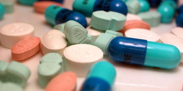 Colega solicita que los medicamentos contra el VIH puedan recogerse también en farmacias