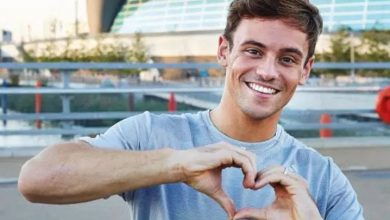 Photo of Tom Daley desafía a Rusia subiendo al podio con una insignia del Orgullo LGTB+