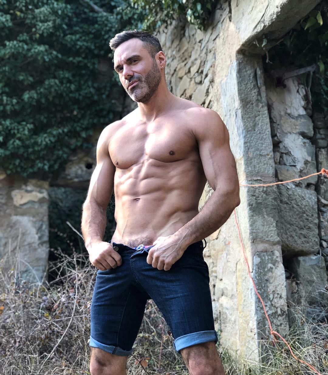 Porno Manuel Skye