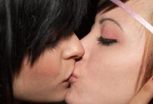 Detenido por agredir, insultar y escupir a dos chicas por besarse