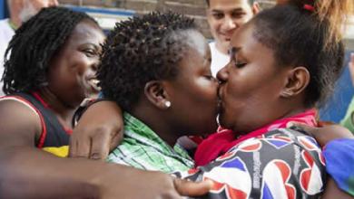 Photo of 'Besada lésbica' contra monjas por la expulsión de una refugiada LGTB en Holanda