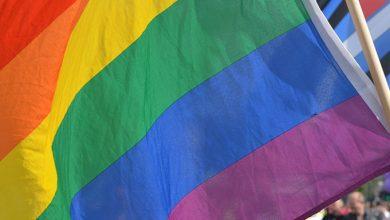 Photo of Escocia se enfrenta a homófobos y tránsfobos en una nueva y sorprendente campaña publicitaria