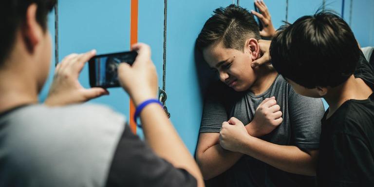 Más de la mitad de los adolescentes andaluces han presenciado algún tipo de homofobia