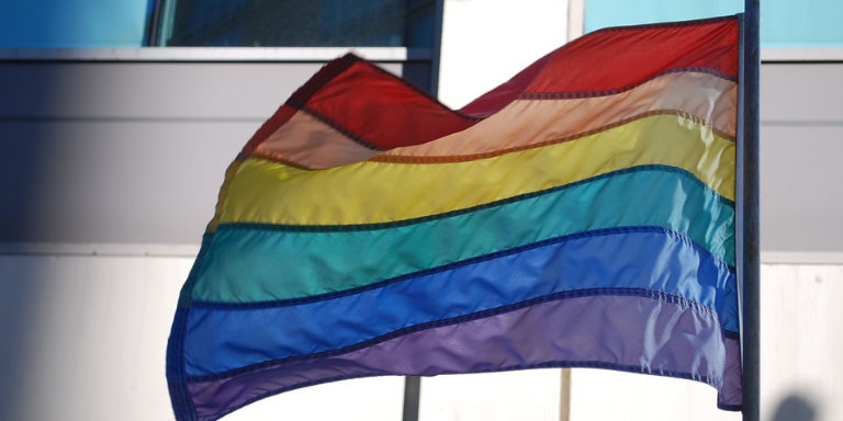 prenden fuego bandera lgtb lituania