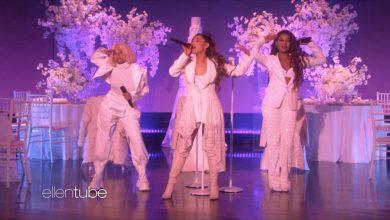 Photo of Ariana Grande homenajea a 'El Club de las Primeras Esposas' en Ellen