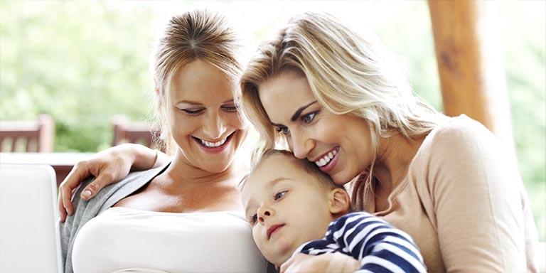 Madres lesbianas certificado nacimiento Irlanda