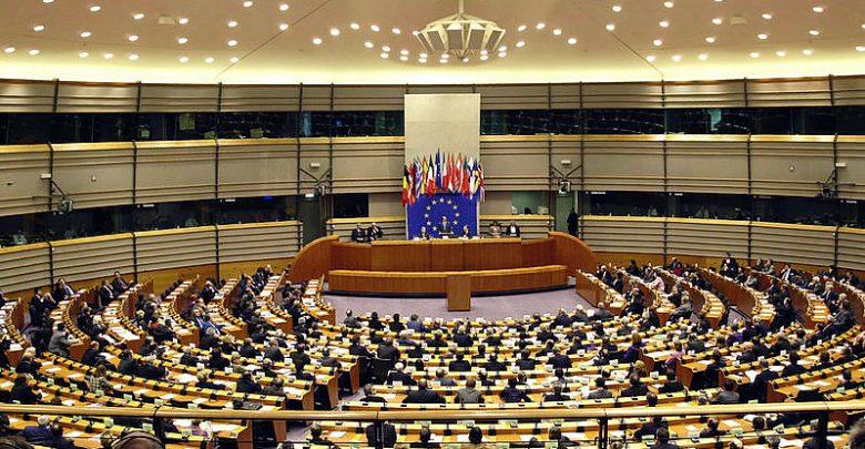 Parlamento Europeo pide a la Comisión que mantenga su estrategia LGBT+