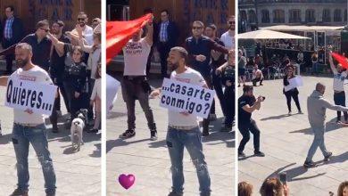 Photo of Una pareja gay se da el sí quiero en la Plaza de Pedro Zerolo
