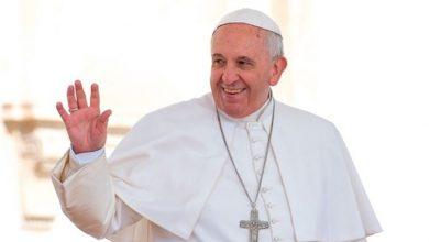 Photo of El Papa dice que quien rechaza a los homosexuales «no tiene corazón humano»