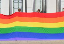 Photo of Menipatch realiza la bandera arcoíris para la Asociación Libres LGTBI