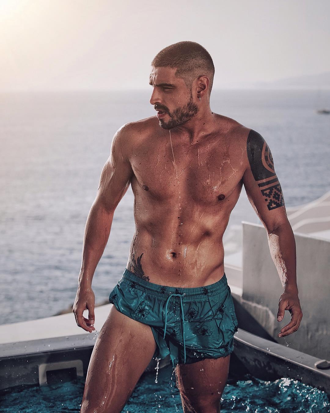 Fabio Colloricchio sube la temperatura de Supervivientes