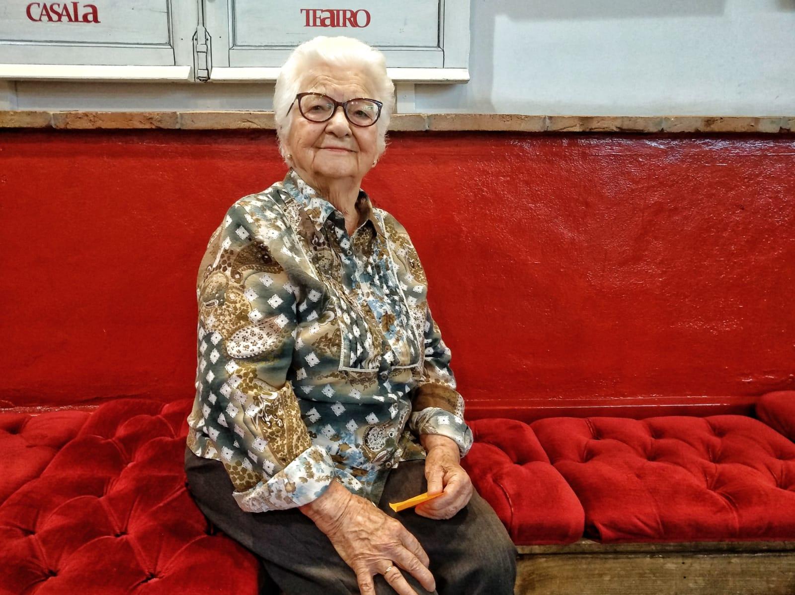 """Rafaela Chaparro, nonagenaria y 'abuela de Triana' por """"su contundente y sentida obra, reflejo de una vida, 'Hablando claro'"""""""
