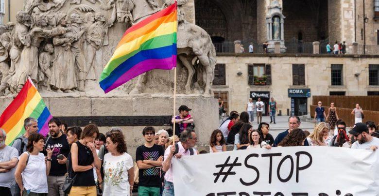 Concentración en Vitoria en contra de la brutal agresión de unos padres a su hijo por ser gay