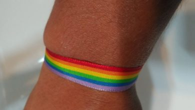 Photo of Una socorrista es increpada por llevar una pulsera arcoíris