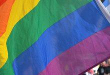 Photo of Uganda presenta cargos contra 67 personas tras una redada en un bar gay por «desorden público»