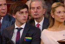 Photo of Alberto Fernández jura como presidente de Argentina junto a su hijo bisexual