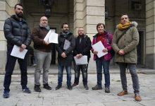 Photo of Asociaciones LGTBI de Sevilla denuncian a Vox ante Fiscalía por «un tuit homófobo» sobre el veto parental