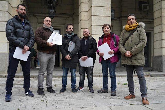 """Asociaciones LGTBI de Sevilla denuncian a Vox ante Fiscalía por """"un tuit homófobo"""" sobre el veto parental"""
